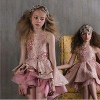 neues kleid bestickt großhandel-Neue Mädchen Hochzeit Prinzessin Kleid Oansatz ärmellose Qualität bestickt Stereo Blume Pailletten unregelmäßigen Mädchen Brautkleid