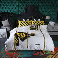 ropa de cama reina amarilla al por mayor-Señal de advertencia Traje de Ropa de Cama de Rayas Negras Amarillas, Europa y América Ropa de Cama de Moda Establece Bordado de Alta Calidad Cubierta