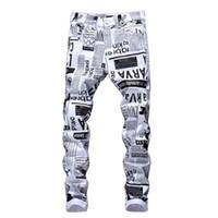 erkek tasarımcısı giysileri toptan satış-Erkek Ücretsiz Kargo Hip Hop Skinny Jeans Erkek Tasarımcı Kalem Jeans Harf Baskılı Beyaz Denim Pantolon Moda Kulübü Giyim
