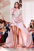 roter teppich kleider ärmel großhandel-Dubai Sexy High-Low Prom Kleider Applique Long Sleeves Rüschen Flower Red Carpet Dresses Stilvolle Durchsichtig Abendkleid Party Kleider