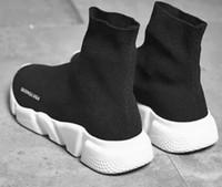 ingrosso moda giovani uomini neri-Le migliori scarpe nuove calzettoni nere vendute Scarpe da tennis traspiranti elastiche a collo alto e in maglia Scarpe da trekking rosse casual per uomo e donna