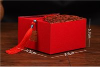 caixas de bolo de casamento chinês venda por atacado-Frete grátis 9 * 9 * 5.7 cm tamanho grande chinês vermelho bolo de casamento favor caixas com borlas