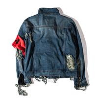 jaqueta jeans venda por atacado-Mens Roupas de Inverno Kanye West Jeans Rasgado Buracos Vintage Denim Coat Letras Imprimir High Street Wear