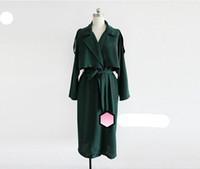 cabo abajo al por mayor-2018 mujeres especiales de primavera Detective Cape Trench abrigos Moda dama larga prendas de vestir exteriores Drapeado con Sash Turn Down Collar Negro Verde