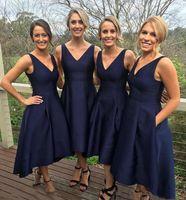 juniors formale kleider marineblau großhandel-2019 Garden Short High Low Brautjungfernkleider mit Taschen Navy Blue Günstige V-Ausschnitt Falten Trauzeugin Kleider Formale Junior Brautjungfern Kleid