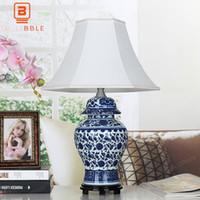 tecido de porcelana branca azul venda por atacado-BLUBBLE Classical Cerâmica Candeeiro de mesa AC 90-240V Estudo Tecido LED Lâmpadas Lâmpada de Cabeceira Azul Branco Porcelana Quarto Desk Lamp