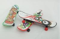 brinquedos de madeira venda por atacado-2018 Novidade Criativo Mini Dedo Skates menino brinquedo Dedo Design de Skate Dedo Skate FingerBoard Crianças Crianças Brinquedos de Presente b840