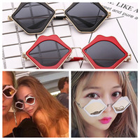 Wholesale sexy woman sunglasses resale online - Red Sexy Lips Shape Sunglasses WHO CUTIE Sexy Ladies Summer Eyewear Alloy Frame Sun Glasses FFA066
