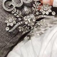 rhinestone briefe broschen großhandel-Luxus Brosche für Frauen Strass Buchstaben Designer Brosche Anzug Anstecknadel Top Qualität Schmuck mit schnellem Versand