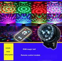 led-lichtstrahl glas groihandel-Crystal Magic Ball Led Bühnenlampe Fernbedienung RGB Bühnenlichter drehen bunte Bühnenbeleuchtung Disco Laser Light Party