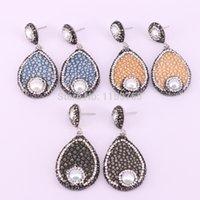kristall pflastern perlen ohrringe großhandel-4Pair Pave Crystal Strass Drop Shape mit Perle Perlen Fishskin Leder Ohrringe Multi Color Charm Dangle Ohrring