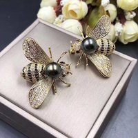 Wholesale white scarf balls - The Designer new fashion gold honey bee brooch insect pearl Corsage clothing scarf accessories Jewelry Gifts