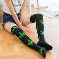 ingrosso sopra il calzino del ginocchio stile-Nuovi 8 stili 2016 donne sockcs nuove calze di moda lungo sopra le calze di foglia di acero al ginocchio alto calze donna C1157