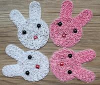 vêtements en plastique pour filles achat en gros de-30 pcs 14x10 cm rose et blanc en mousseline de soie Rosettes Applique Bunny avec plastique EyesLip perles pour les filles robe de cheveux vêtements accessoires