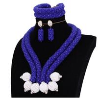 aretes blancos bisuteria al por mayor-Conjuntos de joyería nupcial africana Pulsera de collar azul y blanco real Pendientes de collar Indio Bolas de joyería Bolas de boda nigerianas
