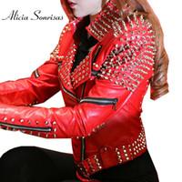 chaqueta punk con tachuelas al por mayor-Chaqueta de cuero rojo Mujeres remaches punk tachonado Cuero de la motocicleta con pinchos Chaquetas Veste En Cuir Femme Cazadora Cuero Mujer