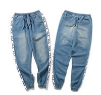jeans de couleur masculine achat en gros de-guxi nouvelle 2018 mode nouvel étudiant original créateur populaire lâche jeans de couleur claire pieds masculins sarouel pantalon hip hop Denim pantalon