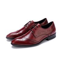 zapatos de vestir de caoba al por mayor-Marca clásico de cuero genuino de los hombres de corte entero llano Oxford con cordones de banquete de boda hombre negro vestido de caoba zapatos Brogue tallado
