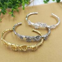 weiße metallarmbänder großhandel-66x55mm 5 stücke Gold / silber / Weiß k Filigrane Blume Armreif Metalllegierung Armband für frauen Schmuck J2572