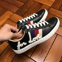 Wholesale Top Sport Shoes Designer Brands - 2018 new fashion top quality and luxury brand designers for leisure real leather cause men sports shoes and walking shoes. red bottoms