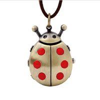 ingrosso batterie di bronzo-Retrò orologio appeso orologio sveglie orologio da taschino con pendente Beetle Collana da uomo in pelle da uomo