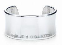 braceletes de prata de largura mulheres venda por atacado-Design de Celebridades de alta Qualidade 925 Prata Cadeia De Prata pulseira Mulheres Carta Trevo Largo pulseiras Jóias Com caixa de saco de pó