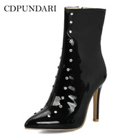 sexy botas de strass blanco al por mayor-venta al por mayor Sexy punta estrecha botines para mujeres botas de tacón alto para mujer Rhinestone zapatos de invierno mujer negro rojo blanco