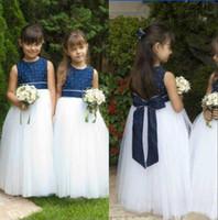 vestido de menina de flor ritzee branco venda por atacado-Adorável Flower Girls 'vestidos para casamentos azul marinho Beads Top e saia branca sem mangas espartilho Zipper Voltar Ritzee menina pageant vestidos