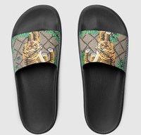 avrupa tarzı erkek ayakkabıları toptan satış-Erkekler Kadınlar tasarımcı terlik slaytlar kadın sandalet plaj çıta terlik Avrupa Kaplan hatları ile stil Ayakkabı platformu sandalet kutusu en kaliteli
