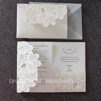 convite de marfim venda por atacado-Marfim convites de casamento cartões de noivado de aniversário flor corte a laser bolso papel convidar de alta qualidade personalizado fornecimento