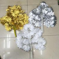ingrosso foglia di acero bianco-12 pz foglia artificiale foglie di acero oro falso / bianco / rosso / argento artificiale foglie di acero fiore di cerimonia nuziale per la festa casa negozio di nozze arredamento dell'hotel