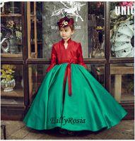 vestidos de niña estilo vintage al por mayor-Vestidos de fiesta para niñas estilo vintage Rojo y verde Julieta Mangas largas Satén Modesto Vestidos de desfile de niñas Diseño único por encargo