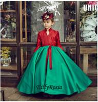 conception de robe petite fille cou achat en gros de-Vintage Style filles robes de soirée rouge et vert Juliette manches longues Satin Modest petites filles Pageant robes Unique Design Custom Made