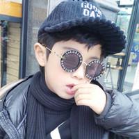 ingrosso ragazze cornici-Moda Bambini Occhiali da sole Bambina New fashion Occhiali da sole tendenza telaio tondo piccola ape lettera Kid occhiali da sole