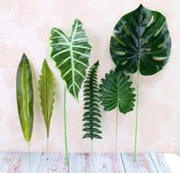 yeşil yaprak plastik toptan satış-Yapay Bitki Büyük Yapay Sahte Monstera Palmiye Ağacı Yapraklar Yeşil Plastik Yaprak Düğün DIY Masa Dekorasyon için