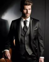 erkek pantolonu toptan satış-Özel Business Balo Partisi İçin Resmi Erkek takımları (Ceket + Yelek + Pantolon) Balck Yaka Damat smokin Üç adet Erkekler Düğün Suits Peaked Yapılan