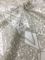 Bellissimo tessuto africano da sposa in pizzo tessuto 100% poliestere  Embroiderey tessuto floreale tessuto tulle tessuto di pizzo da 1 yard f6d5eb2a56c