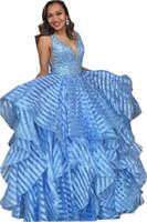 cristais de tecido noite venda por atacado-Espumante vestido de Baile Vestidos de Baile de Noite Ruffles Luz Céu Azul V pescoço De Cristal Lantejoulas Frisado Único Tecido Sem Encosto Longo Barato Formal Vestidos