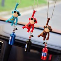accessoires de rétroviseurs achat en gros de-Pendant de voiture suspendu singe ornements intérieurs de voiture décoration accessoires de rétroviseur pour ornement