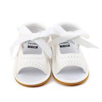 bebek deri ayakkabıları lastik tabanlar toptan satış-Delebao 2018 Yeni Stil Bebek Kız Ayakkabı Beyaz PU Deri Nokta Dantel Dantel-up Kauçuk Taban Yenidoğan Bebek Sandalet toptan