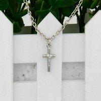 sıcak i̇sa kuyumculuk askıları toptan satış-2018 Yeni Sıcak Satış Antik Gümüş İsa Çapraz Charm Muska Kolye Klavikula Kısa Kolye Yaratıcılık Kadın Kadın Takı Dostluk Hediye