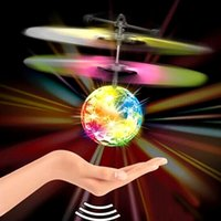 flug geführt großhandel-RC Flying Ball Luminous Kinderflugbälle Elektronische Infrarot Induktionsflugzeuge Fernbedienung Spielzeug LED-Licht Mini Hubschrauber Kinder