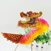 chinesische neujahrsblume großhandel-Freies Verschiffen 2 teile / paket 3D Chinesischen Drachen Seidenpapier Blumenbälle Chinese New Year Dekoration Honeycomb Hängende Dekoration