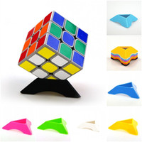 soporte de triángulo al por mayor-Magic Cube Holder Atrezzo Bracket Collection Anime Plastic Triangle Soportes Placa de asiento Artes Soporte de exhibición de alta calidad 0 35yj Z
