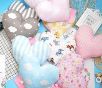almofada de casamento em forma de coração venda por atacado-Forma de coração Almofada Throw Pillow Almofada Boneca Toy Presente Sofá Decorativo Almofada Decoração de Casamento Travesseiro Do Bebê