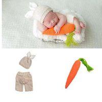 neugeborene hüte ohren großhandel-Pusky Newborn Fotografie Requisiten Schöne Kaninchen Kostüm Ohren Hut + Pants + Carrot Handmade Baumwolle Garn Studio Fotografie Kleidung