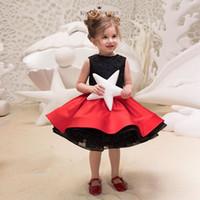 niedliche rote kleider schnürsenkel groihandel-Zwei Stück kleine Grils Partykleider schwarzer Spitze und roter Satinrock niedlichen Kinder Abendkleid Geburtstagskleid Mädchen Festzug Kleider