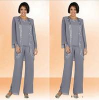 uzun resmi akşam kaplaması toptan satış-Mütevazı Gümüş Şifon Anne Gelin Pant Suits Ile Coat Uzun Kollu Boncuklu Artı Boyutu Resmi Kadınlar Düğün Parti Abiye giyim Ucuz