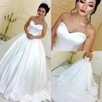 arabische weiße brautkleider großhandel-Weinlese-weiße Ballkleid-arabische Hochzeits-Kleider Schatz-Sleeveless Satin-Gericht Zug-Hochzeits-Kleid-Brautkleid billig