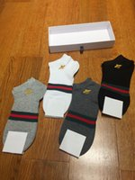 Wholesale bee gift box - 4pairs box embroidery bee socks black grey white with gift box